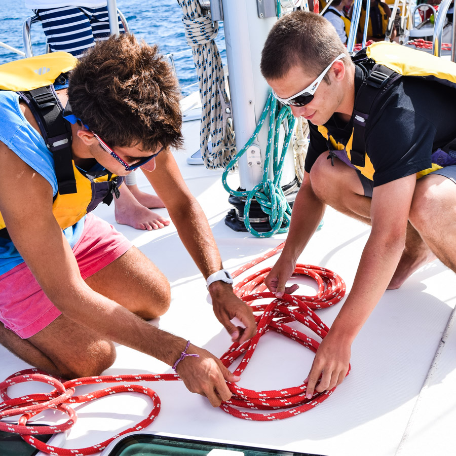 boys_sail_rope_tie