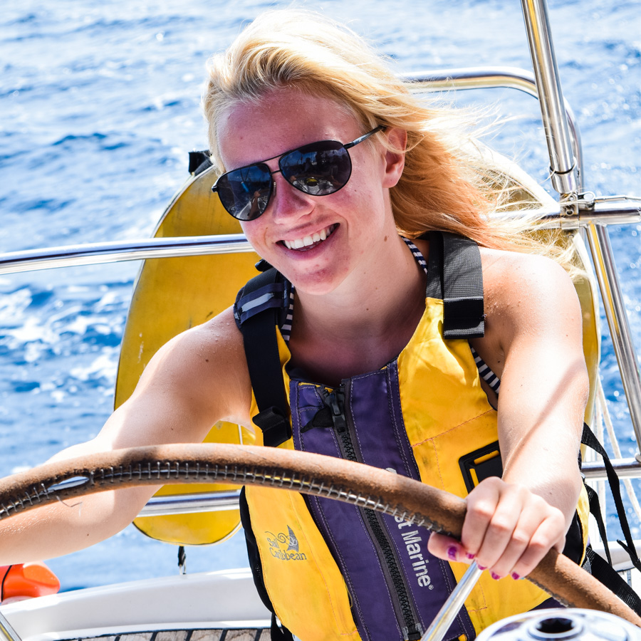 girl_sail_yacht_steer